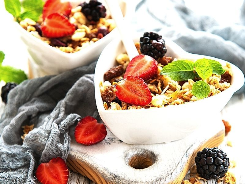 zdrave ranajky miska s kasou a ovocim