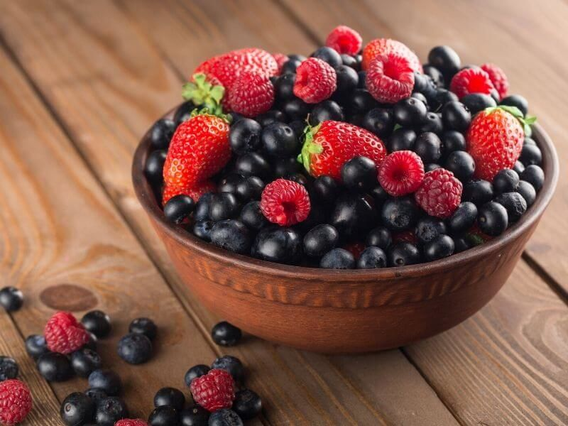 ovocie bobulove v miske