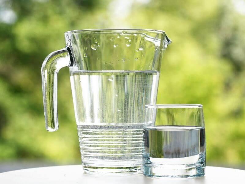 voda vpohári