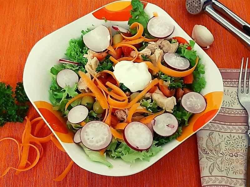 lollo salat s kuracim masom a redkovami