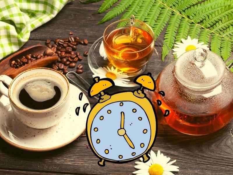 ranne vstavanie o piatej, budik, kava, caj